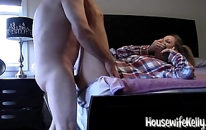 Housewife Kelly gets fucked while on phone to Mom