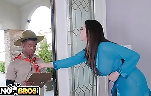 BANGBROS - MILF Ariella Ferrera Trades Pussy For Lil D'_s Scout Love tunnels